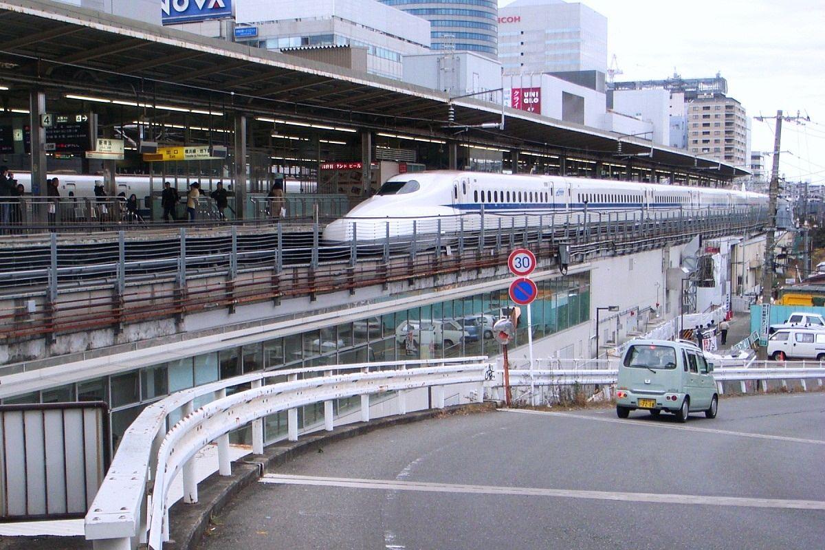 新横浜駅の新幹線